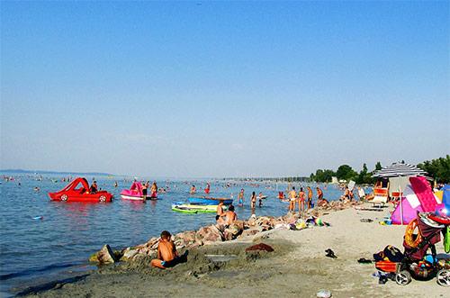 Отдых в Венгрии, русскоговорящий водитель, Дешевый трансфер, русскоговорящий, трансфер из аэропорта, из Budapestа в Шиофок, из аэропорта на Балатон, выгодная цена, заказать трансфер, фиксированная цена, сободный пляж, городской пляж, катание на яхте, отдых с детьми